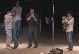 Clay Walker helps surprise Army wife with her husband