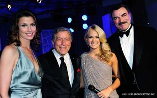 Tweet-photo-with-Tony-Bennett-and-Carrie-Underwood