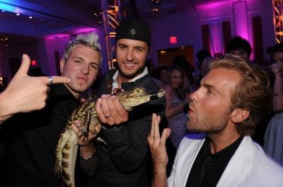 Luke Bryan alligator