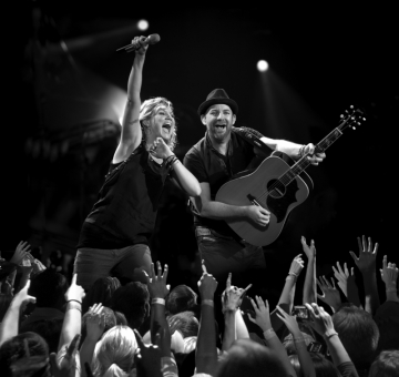 Sugarland in the hands of the fans