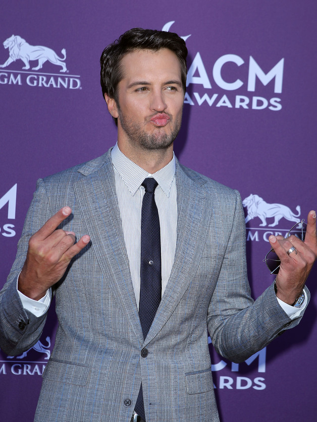 Luke-bryan-at-the-acms