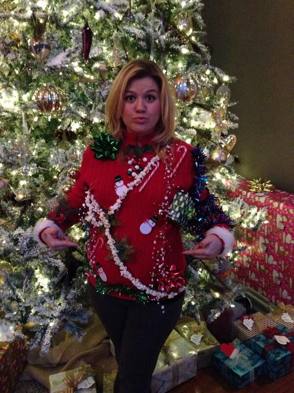 Kelly Clarkson ugly Christmas sweater